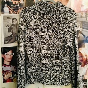 Marbled H&M sweater 🐼